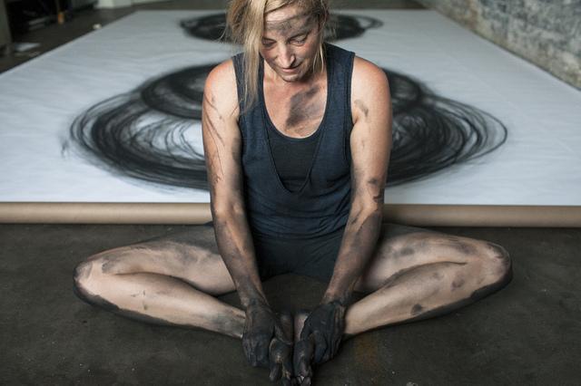 Heather Hansen após a conclusão de mais uma peça